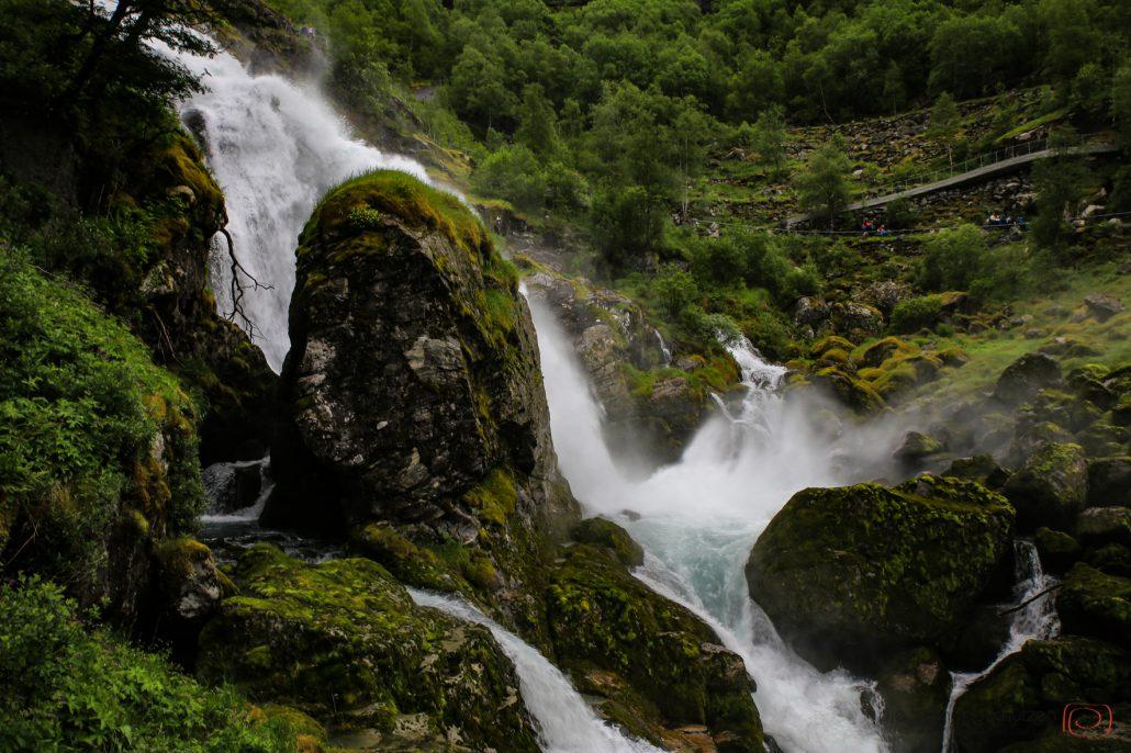 Wasserfall am Briksdalsbreen: 10.000 Liter pro Sekunde krachen hier den Berg hinabbreen